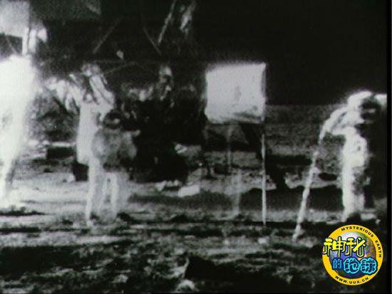 第一个登上月球的人-人类首次登月名言被指漏掉关键词