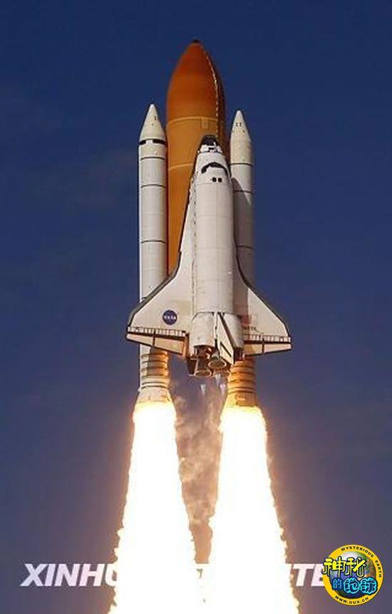 美国阿特兰蒂斯号航天飞机发射升空