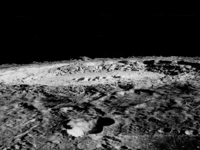 月球表面的荒凉景象