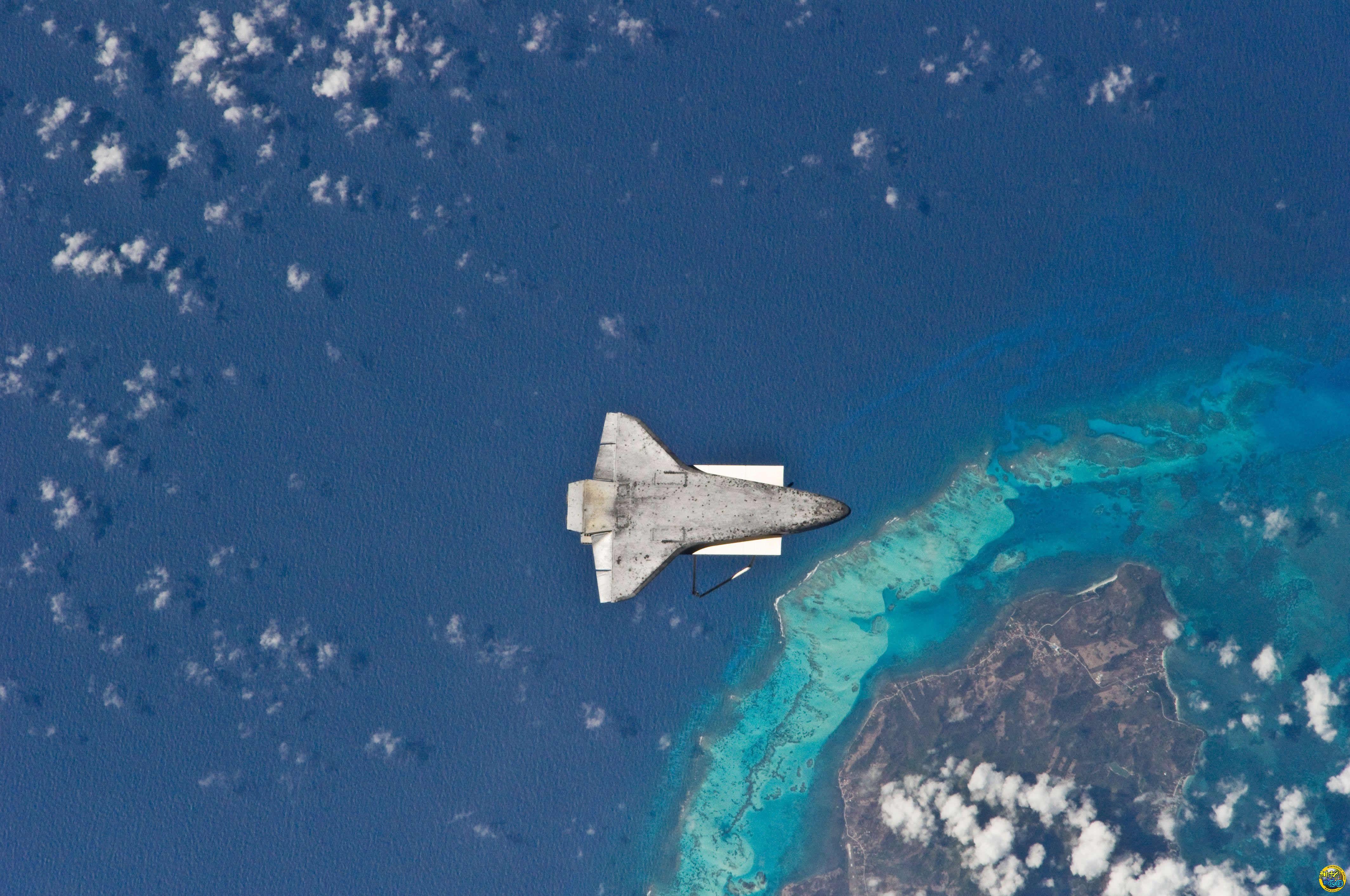科幻太空飞机壁纸