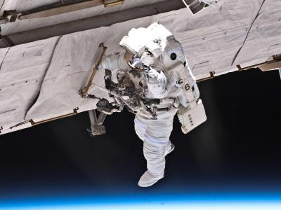 STS-132任务宇航员太空行走