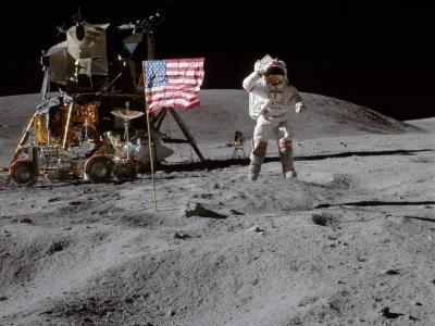 阿波罗16号宇航员在月球表面