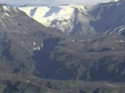 飞碟在冰岛火山着陆视频?