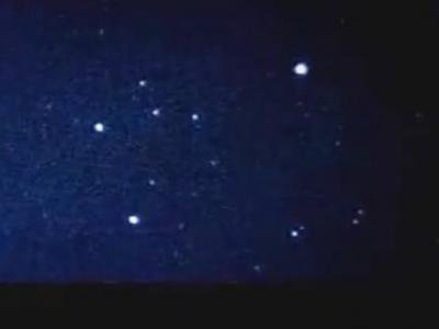 英国加的夫拍摄的夜空中的不明发光体