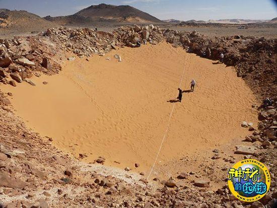 撒哈拉沙漠发现数千年陨石坑