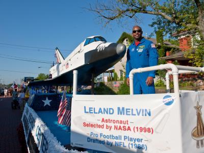 美国宇航员利兰梅尔文巡游