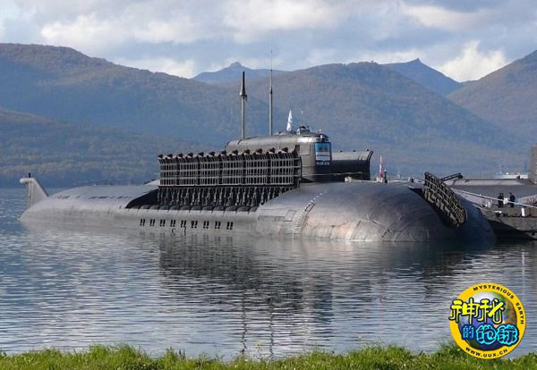 世界最强大核潜艇俄军奥斯卡II型亮出全部反舰导弹