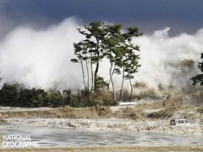 美国国家地理公布的日本滔天海啸照片