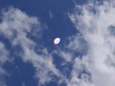 """英国上空拍到的所谓UFO""""母船""""和""""舰队""""视频"""