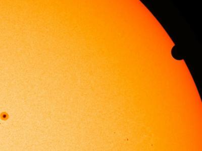 """美国宇航局公布的在太空拍摄的""""金星凌日""""高清视频"""