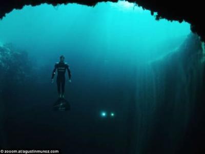 新西兰人成功打破自由潜水世界纪录