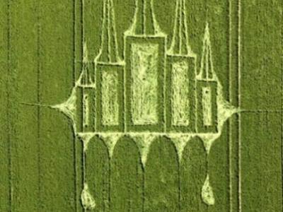 英国威尔特农田出现巨大的麦田怪圈