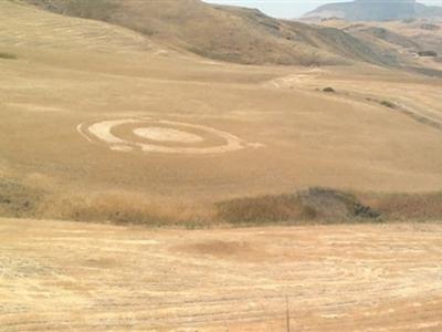 意大利卡西亚一处农场惊现Ubuntu Logo形状麦田怪圈