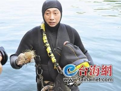 """潜水队在清源山天湖水下探秘""""水怪"""""""