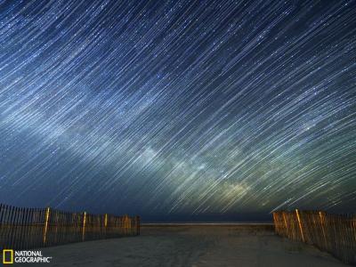 银河从大西洋上升起