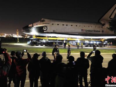 """洛杉矶迎接奋进号航天飞机""""回家"""""""