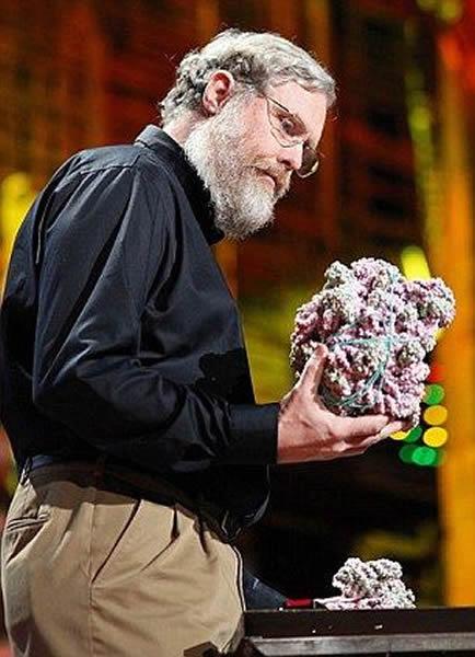 美国哈佛大学医学院的遗传学家乔治-丘奇。他认为自己能够克隆尼安德特人