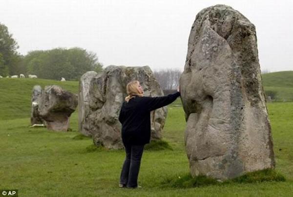 目前英国埃夫伯里石圈被评选为世界第二大文化遗产