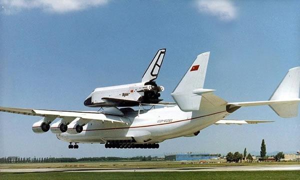 起飞重量达600吨的安托诺夫安-225哥萨克运