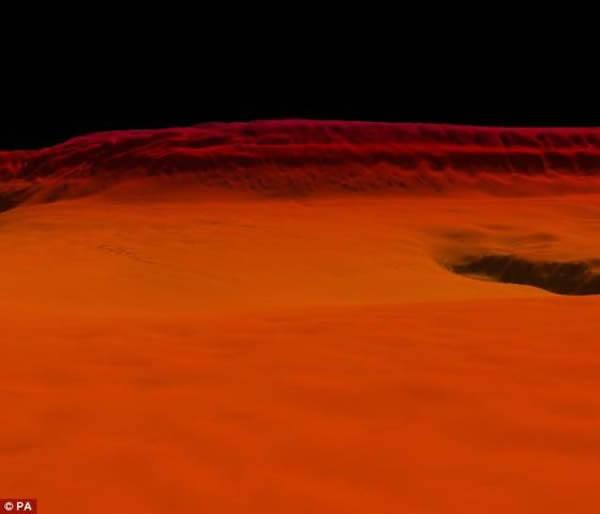 """英国皇家海军的""""进取""""号调查船发现的红海红底的一个大峡谷,景象蔚为壮观"""