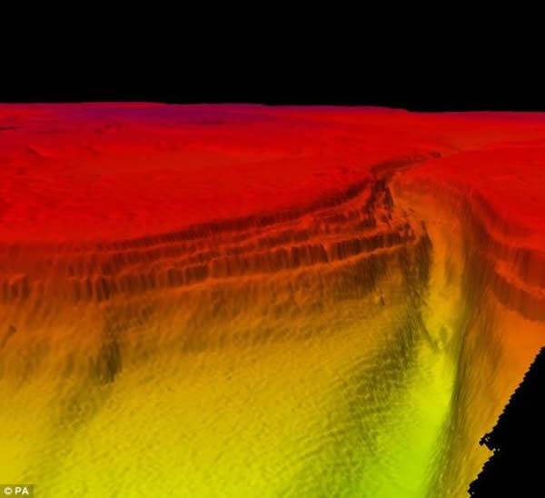 """对这个250米深的大峡谷,""""进取""""号调查船进行了长达9个月的测绘,测绘结果有助于加深对苏伊士运河东部水域的了解"""