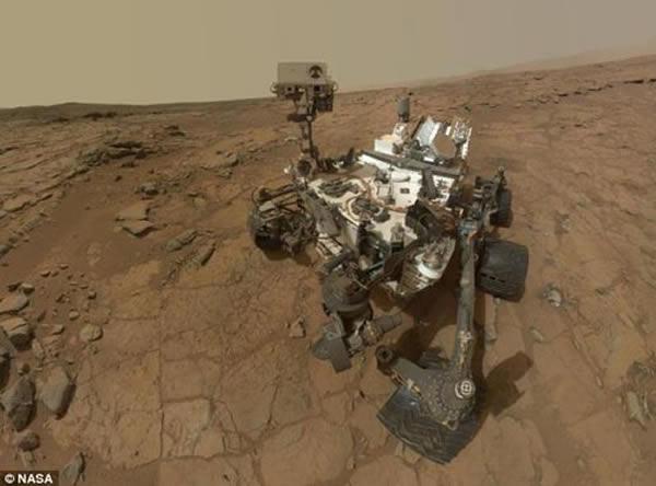 """好奇号火星车出现故障之前上传的最后自拍照,目前该火星车由于计算机系统故障处于""""安全模式"""""""