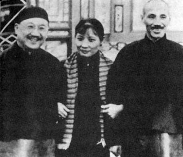 孔祥熙与蒋介石夫妇合影