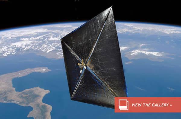 艺术示意图:正在地球轨道上飞行的太阳帆飞船