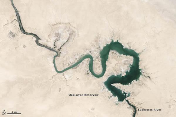 这幅图显示了伊拉克卡迪西亚水库2009年9月15日的情况