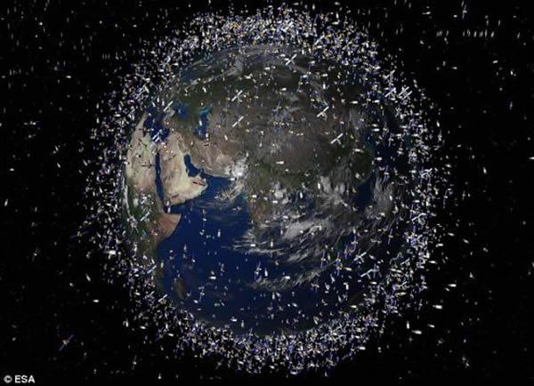 据美国宇航局估计,地球周围尺寸超过弹珠的太空碎片在50万块左右,尺寸超过板球的碎片在2.2万块左右