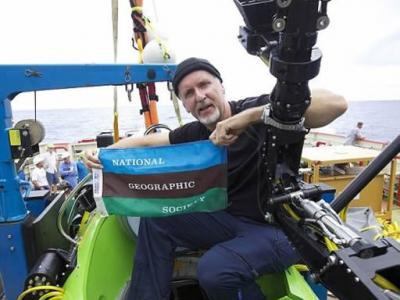 """卡梅隆捐献""""深海挑战者""""深海潜水器用于海洋研究"""