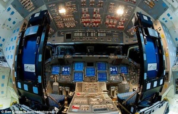 NASA宇宙飞船驾驶舱内部