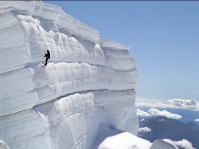 科学家攀登阿根廷特罗纳多峰冰川研究气候变化