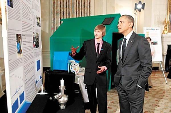 威尔森/威尔森2013年2月在白宫科技展上向奥巴马介绍自己的检测仪