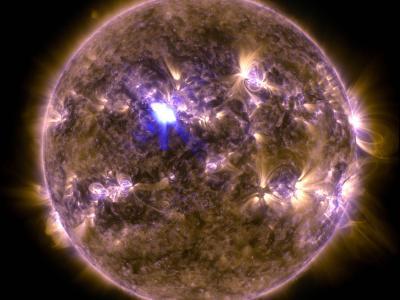 4月11日太阳耀斑爆发