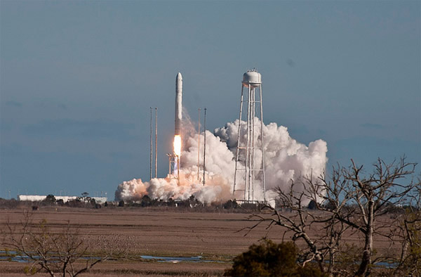 安塔瑞斯火箭于21日试飞成功,未来3~5年间将搭载天鹅号为国际空间站进行货物补给。