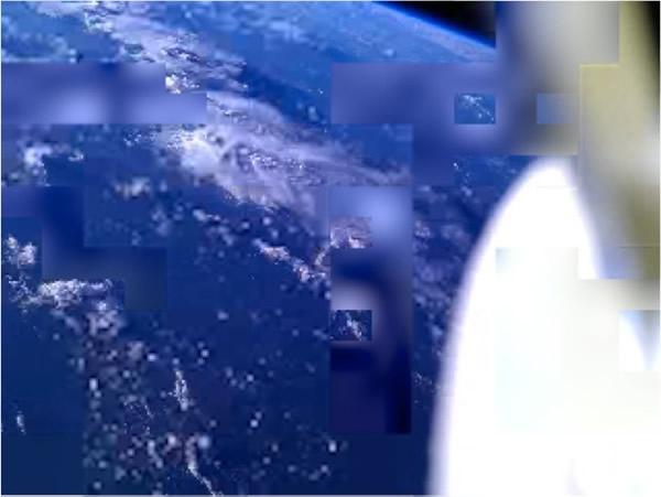 智能手机在太空中拍摄的地球照片