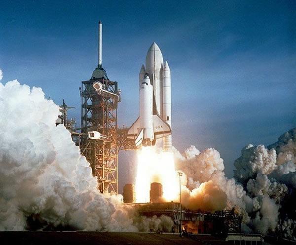 "STS-1哥伦比亚号被认为是""历史上最大胆的试飞"""