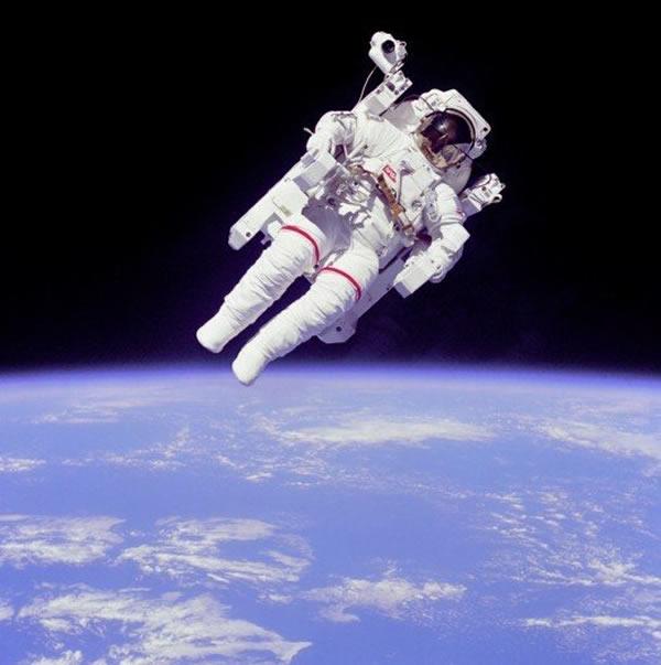 """第一个真正的""""人体卫星"""""""