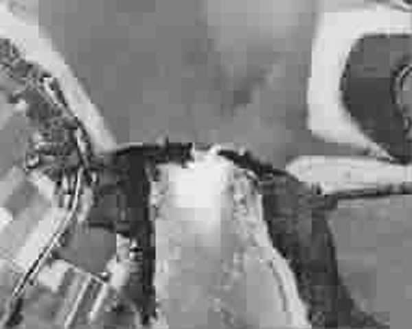 轰炸第二天航拍的鲁尔水坝照片,可以见到大坝中央被炸开的巨大缺口