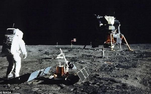 """1969年7月20日,阿波罗11号成功登陆月球表面,着陆地点为""""静海基地"""""""