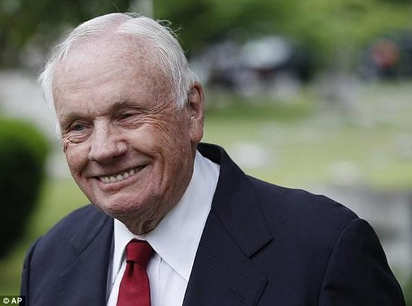 宇航员阿姆斯特朗在去年去世,享年82岁