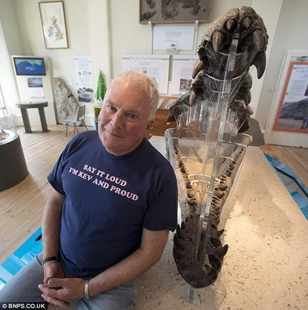 这种四鳍上龙体重达到12吨,能够一口吞下一条大白鲨