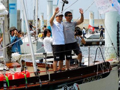 日本主播与盲人水手驾帆船横渡太平洋前往美国