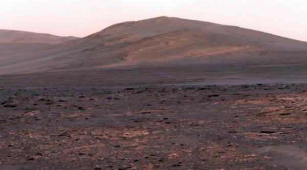 火星车机遇号拍摄的地表全景图像