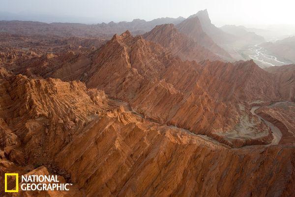 入选 中国 景观/中国新疆境内的天山山脉...
