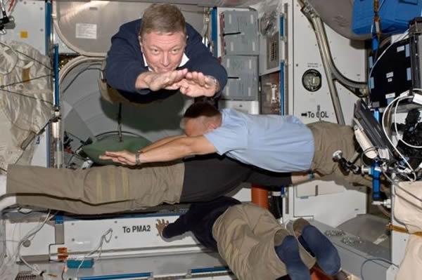 在航天飞机亚特兰蒂斯STS-132和135飞行任务期间进行了微重力环境下的细菌生长实验。这标志着确保未来宇航员长期太空飞行安全的关键一步