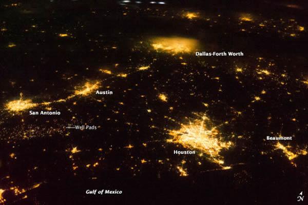 卫星照片展示美国得克萨斯州的灯光夜景