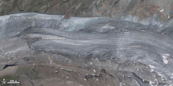 第二幅照片是费德勒冰川( Findelen Glacier)。 <br>该冰川位于兹姆特冰川东北数英里,在瑞士瓦莱斯州采尔马特镇( Zermatt)附近。 <br>
