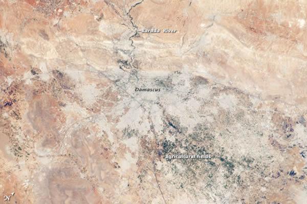 卫星照片显示阿拉伯叙利亚共和国首都大马士革及周边城市地区的景象